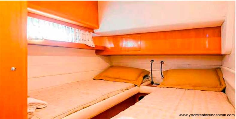 Yacht-Rentals-in-cancun-frenesia-48-pies-9