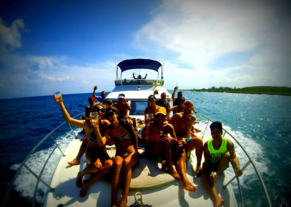 Yacht Charters in Cancun private Luxury yacht charter in cancun luxury charter puerto aventuras puerto morelos holbox isla mujeres contoy island big groups charter over the Mexican Caribbean private luxury service catamaran charter open bar Puerto Aventuras Sea Ray 40 feet