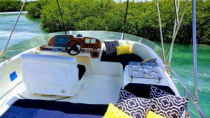 cancun yacht rentals sealine 45 upstairs